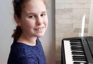 Прва освоена награда во прва категорија пијано на меѓународниот натпревар во Украина.